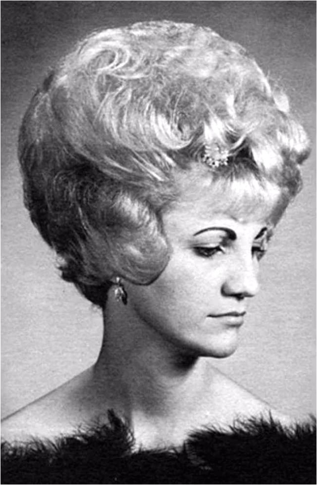 1960s Womens Hairstyles Layered Curly Hair the Favorite Hairstyle Of Women From the 1960s