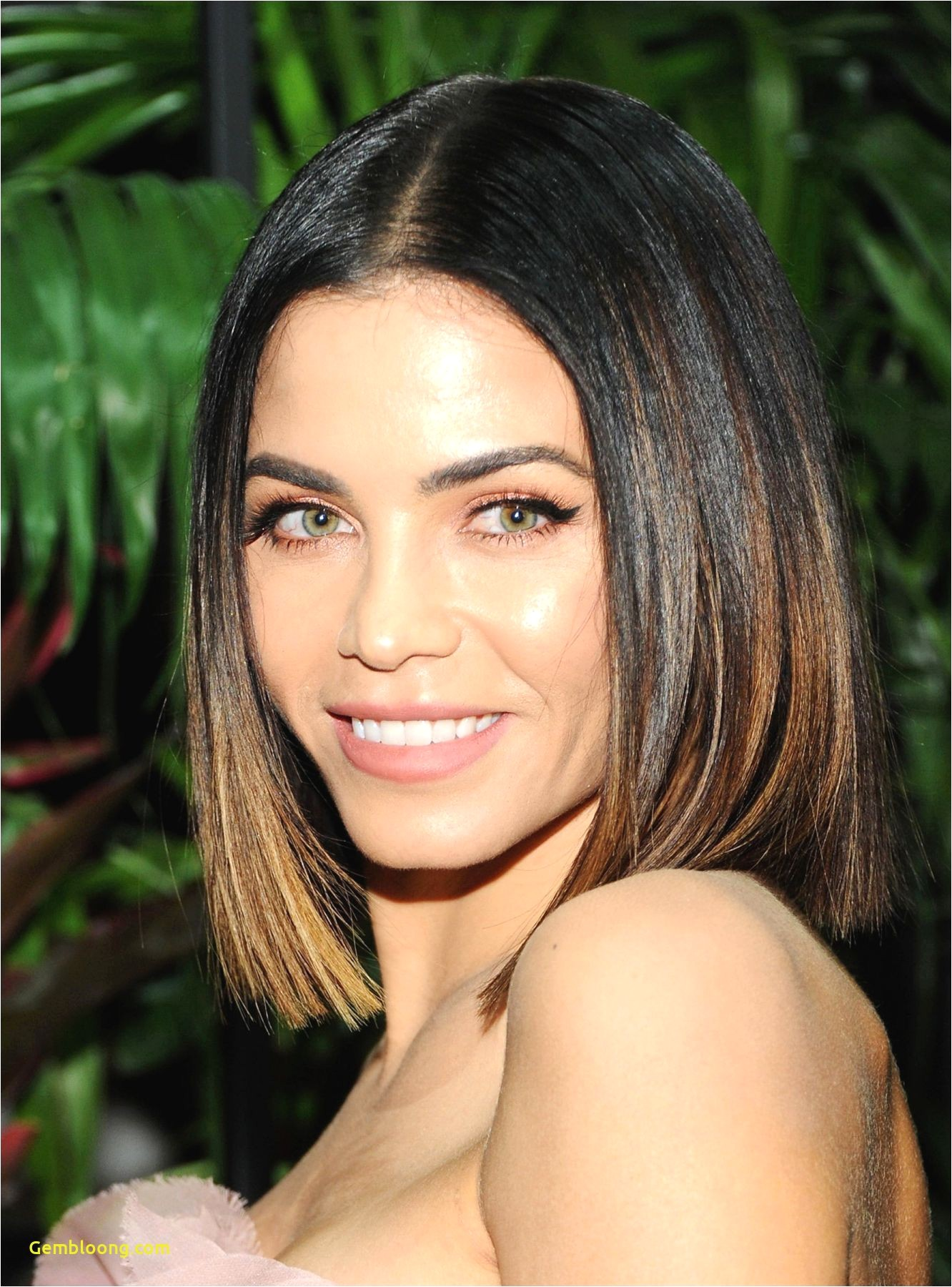 Hairstyle for Oblong Face Women Appearing