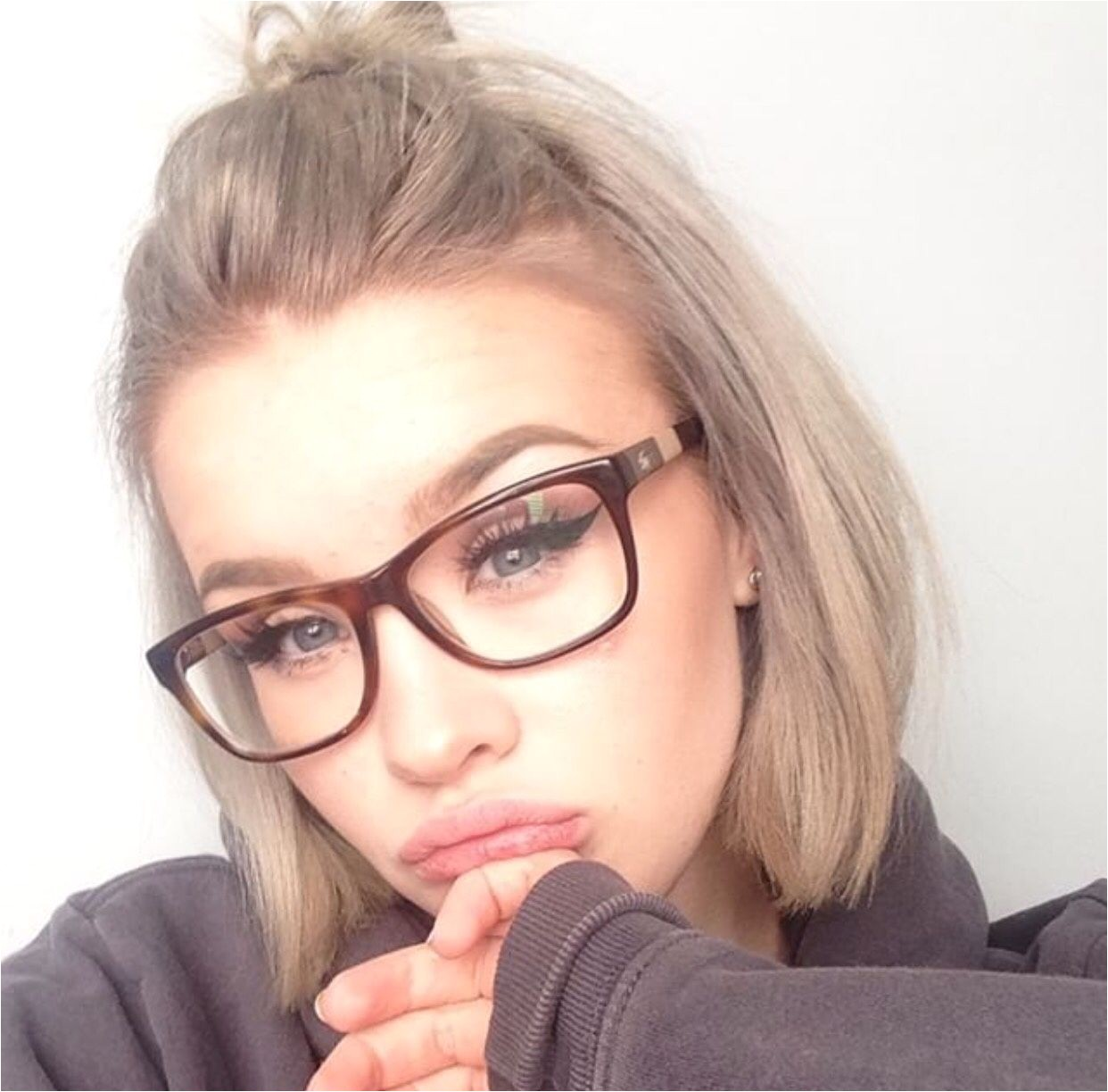 Hairstyles for Girls with Glasses Lovely Pin by Lily Kalpaktsoglou Glasses Pinterest Hairstyles for