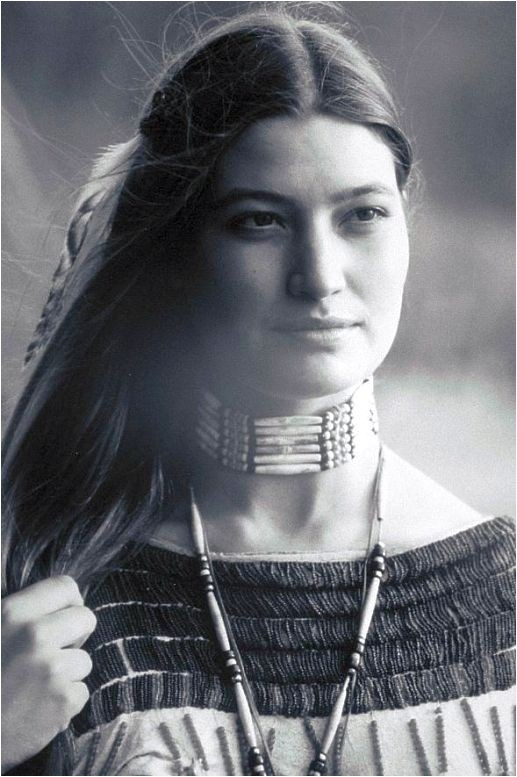 Native American Hairstyles for Women Beautiful Native American Woman