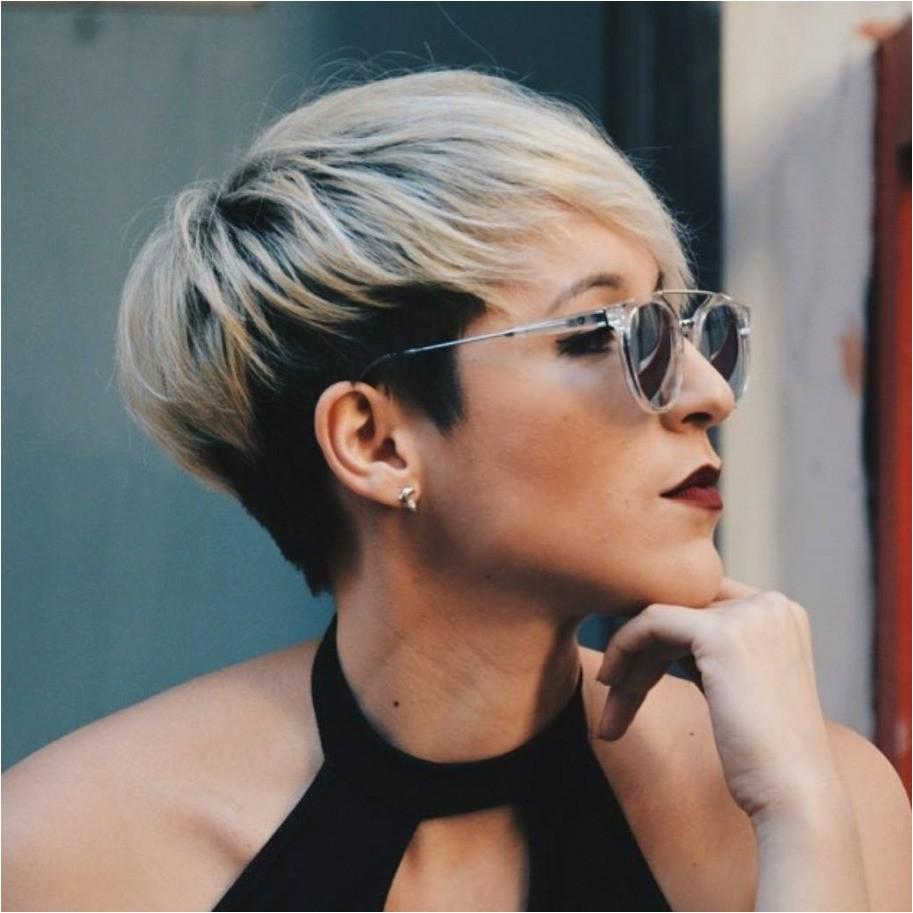 Short Hair Disheveled Hairstyles for Women Over 40s
