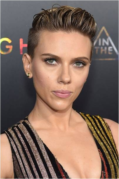 Scarlett Johansson gave wet look slick hair a go with her short do This is a great way to wear short locks