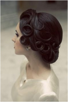I want the pin curls for my wedding hairdo Finger waves that end in pin curls then half french roll with the ends in curls Simba Vargas · 40s hairstyles