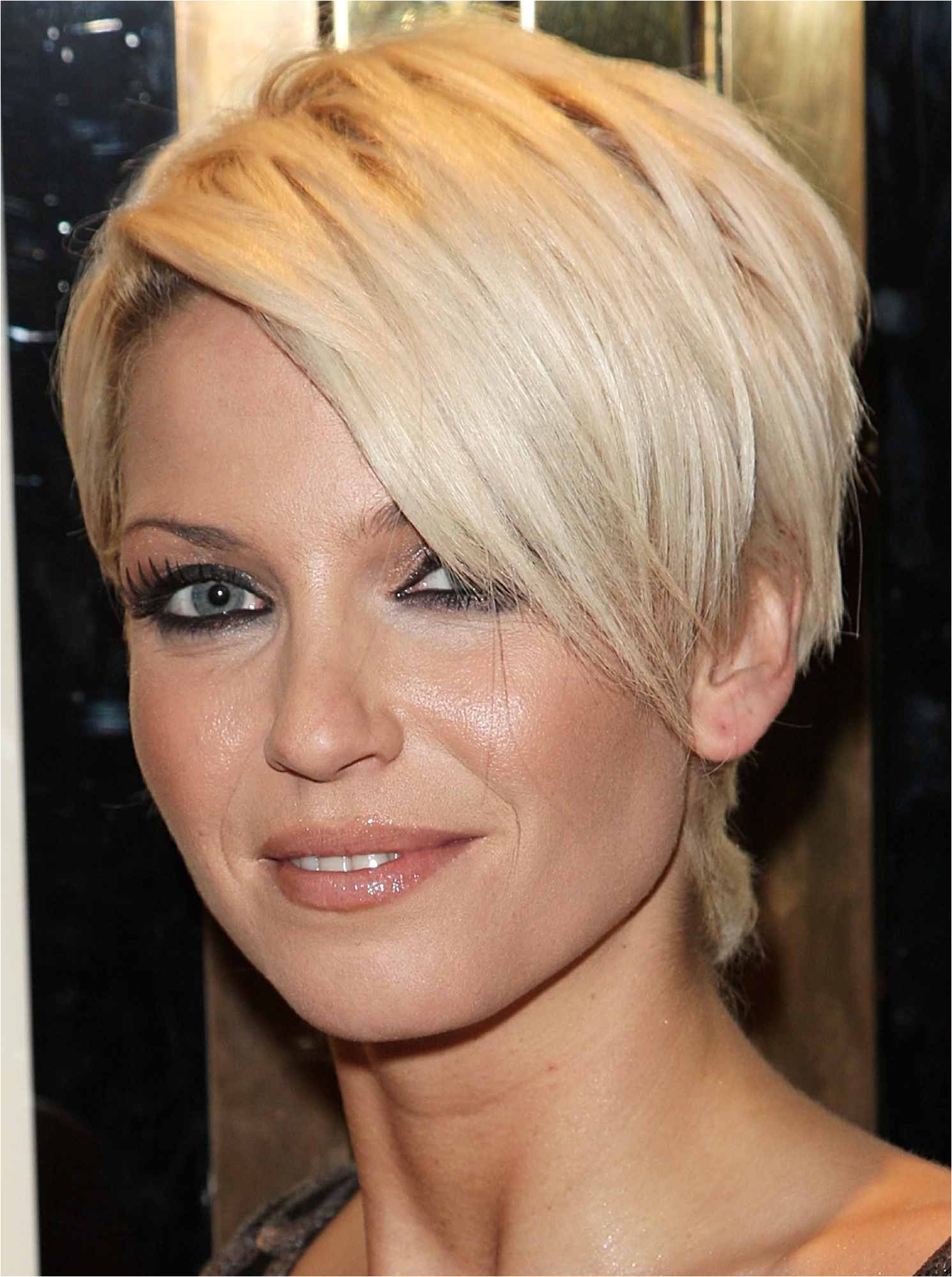 sarah harding short hair cut 56a0826a5f9b58eba4b122d1