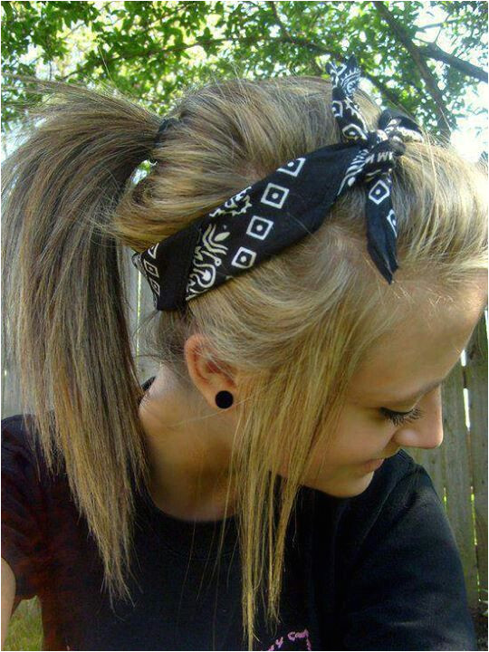 Cute hair style with a messy ponytail and a bandana headband ♥ I am starting to wear bandanas more with my hairstyles Abby Williams
