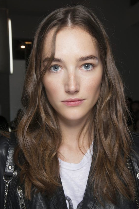Fall Winter hair trends 2017 2018 side or middle parting