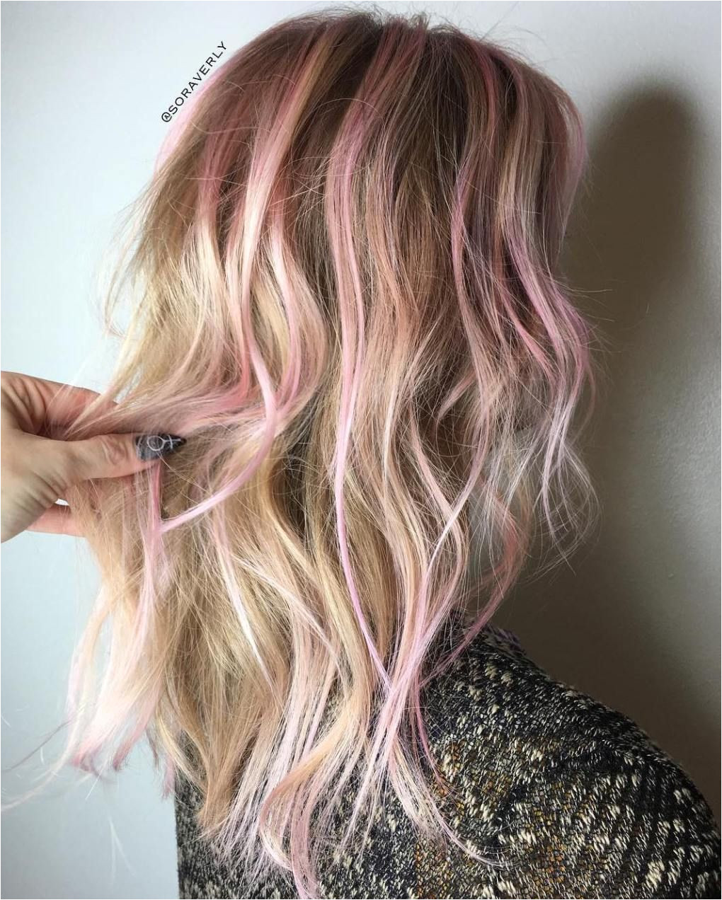 subtle pink highlights for blonde hair
