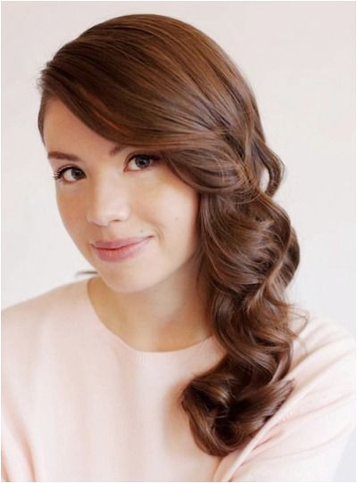 Let your hair down for any fancy event with this quick and easy curly hairstyle perfect for a glam fall night