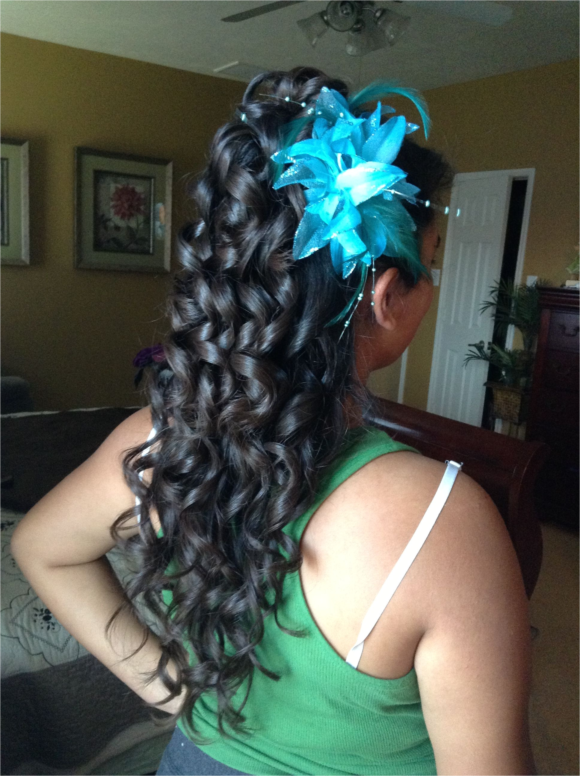 Cute hairstyle but i don t want my curls super super tight Quince