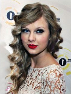cute hairstyles for long curly hair taylor swif prom hair Side Hairstyles Celebrity Hairstyles