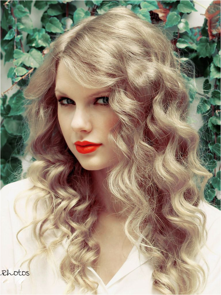 Day 10 one thing I miss about Taylor Swift I miss her perfect curls but I like the short hair too