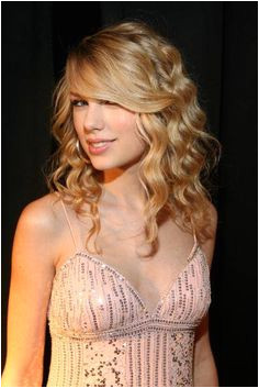 Get Taylor Swift Inspired Waves With A Triple Barrel Jumbo Waver 100 Human Hair Wigs