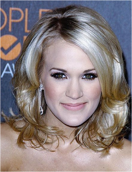 Carrie Underwood in Gorgeous Cute Medium Hairstyle 2010 441—572