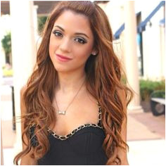 Her hair makeup and dress is to for God she s gorgeous Gabi And NikiGabriella DemartinoCute HairstylesBeautiful