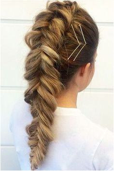 18 Cute Bobby Pin Hairstyles That Are Easy to Do