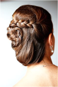 Such an elegant hair idea by Bridal Buds