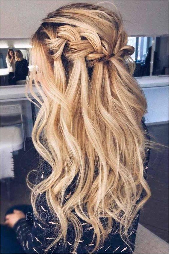 Die besten Ball Frisuren egal ob hochgesteckt oder halboffen findest du bei uns hair hairstyles hairsalon