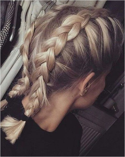 We do not look only at the clothing nor consider only shoes and handbags the main accessories We also love to keep tabs on the 2018 hairstyle trends that