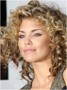 naturally curly hairstyles short naturally curly hair styles 07
