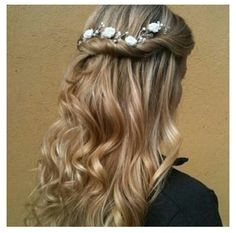 Half Up with Flowers Hairstyles and Beauty Tips Doing this hair except with giant obnoxious flowers Diana Kehlenbrink · School Dance Hairstyles