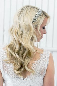 A Luminous Waves Tutorial for your wedding hairstyle on your wedding day gives step by step