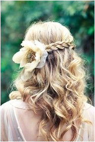 "How to wear flowers in your hair inspiration ""With grace in your heart and flowers in your hair"