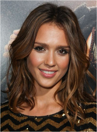 Jessica Alba s wavy bob is ultra sophisticated and so easy to do Steal her style 1 Part damp hair down the middle Apply curl enhancing cream and let it