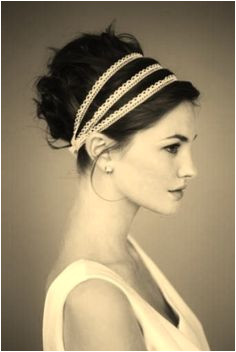 love this head band Classic Hairstyles Girl Hairstyles Pretty Hairstyles Wedding Hairstyles