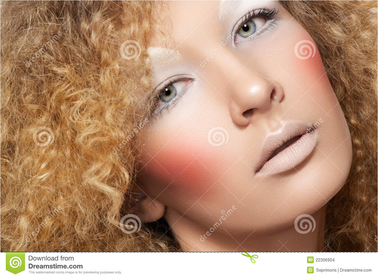 Model with curly hair fun make up