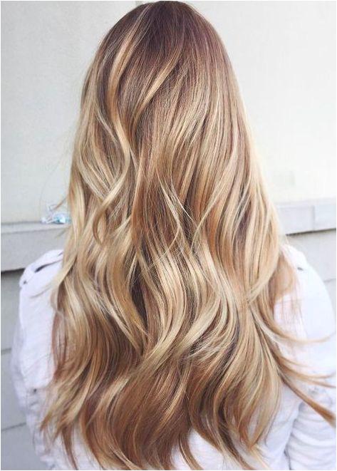Modne odcienie blondu od platyny po truskawkowy blond