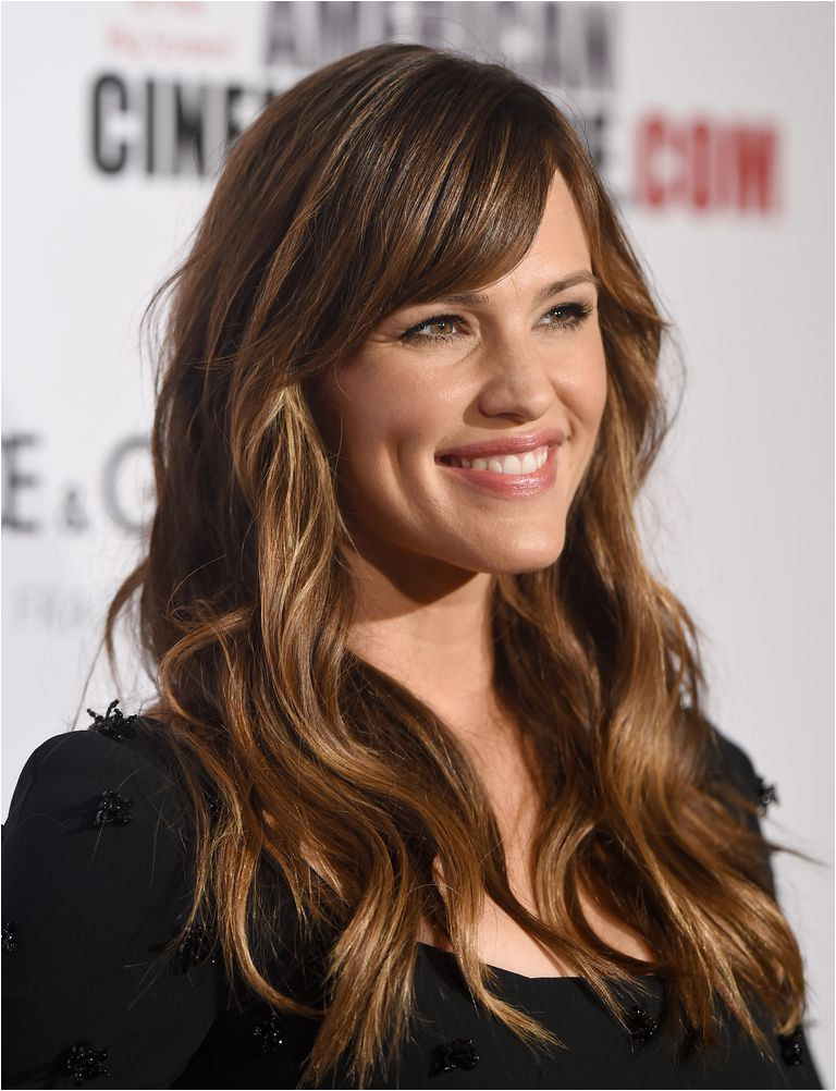 Jennifer Garner vacillates between hairstyles with bangs and hair without but she always has long hair She seems the type who s bored with the bangs