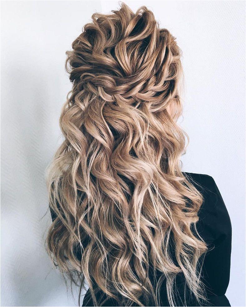 Partial updo bridal hairstyle Half up half down wedding hairstyles weddinghair bridalhair weddinghairideas bride weddinghairstyles updo partialupdo