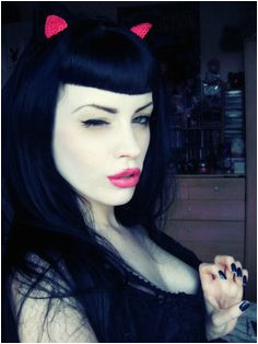 Black hair bettie bangs I need her hair and makeup she s gorgeous Betty