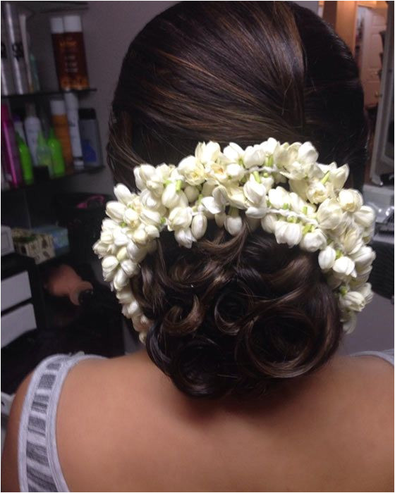 Simple and elegant hairdo with a fresh look infused wedding inspiration wedding ideas wedding halls in Mumbai wedfine