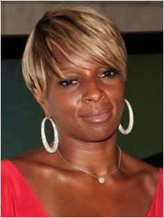 Mary J Blige with Short Hairstyle