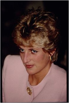 Princess Diana Jewelry TWISTED WIRE GOLD HOOP EARRINGS Diana Memorial William Kate Prince William