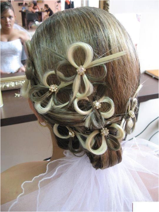 If you spend any time on Pinterest you may have seen the following wedding hairstyles