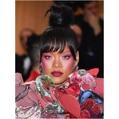 Leave it up to Rihanna to modernize an old school hairstyle with bangs that are shorter