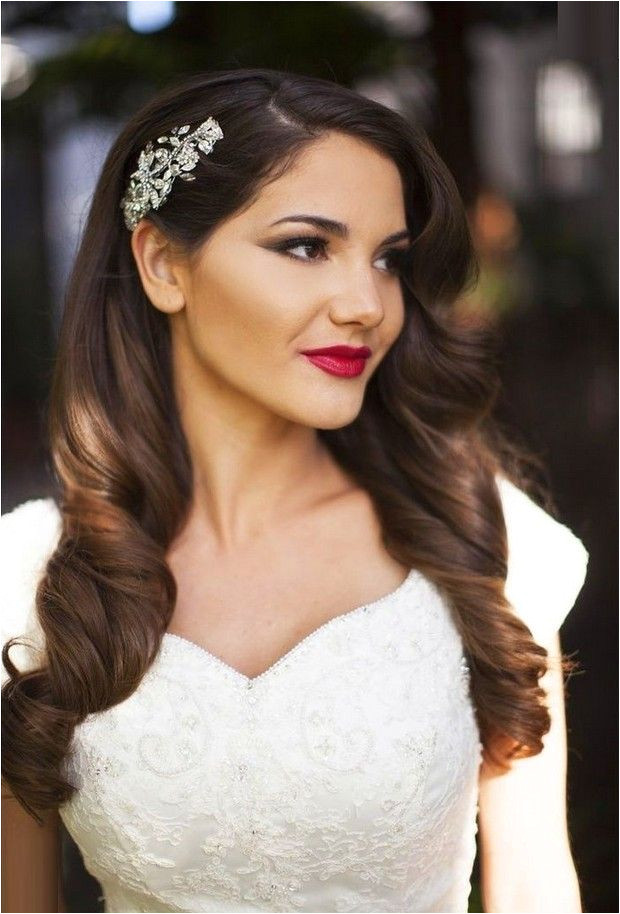 but still lets you look like yourself look no further than these 16 seriously chic vintage inspired wedding hairstyles From 20s style pin curls