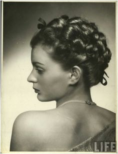 Women s hairstyles and their beauty from the ever stylish 1940 s with their pin up curls