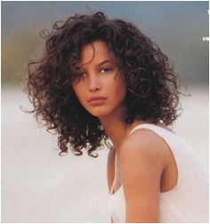 8 Hairstyle for Short Curly Hair