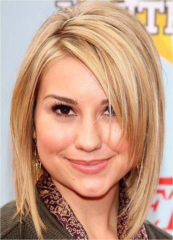 Best Hairstyles for Round Faces with Double Chin 20 Best Hairstyles for Fat Women Hair Styles