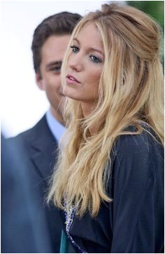 Blake Lively with half up wavy hair Messy Hairstyles Pretty Hairstyles