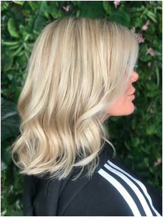 Ash blonde balayage natural blondes babylights and highlights on a blunt bob with waves