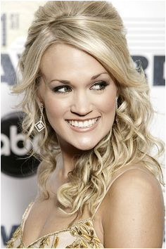 Carrie Underwood Half Updo Hairstyles Holiday Hairstyles Celebrity Hairstyles Pretty Hairstyles Updos