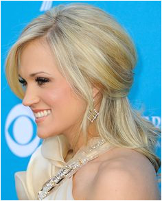 Carrie Underwood Half Up Half Down Carrie always manages to look amazing on the red carpet and she looked particularly beautiful in her up swept half up