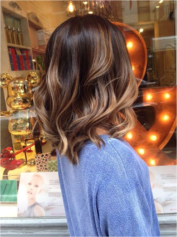 e of the easiest way to look chic is to curls And medium length hair with curls would give you the best results