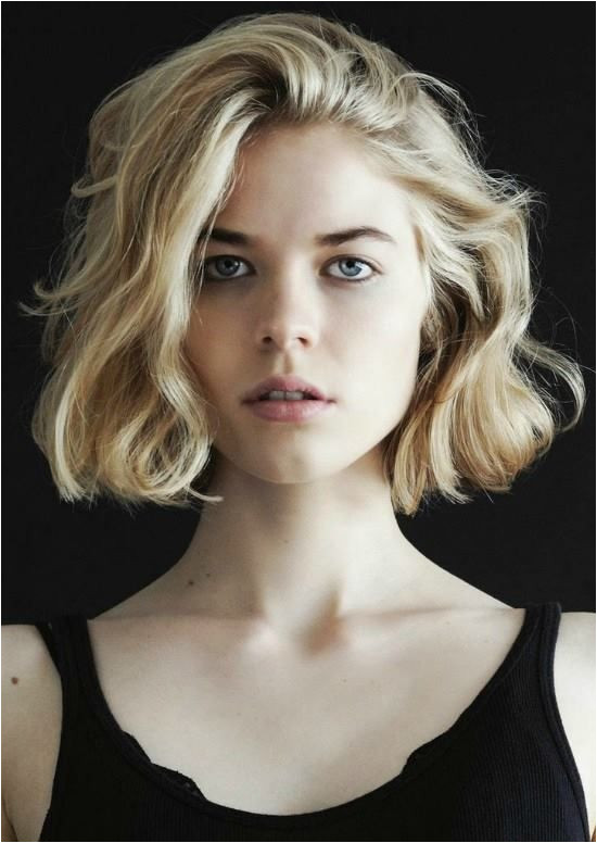Short Wavy Choppy Bob Hairstyle for Those Who Love the Messy Look