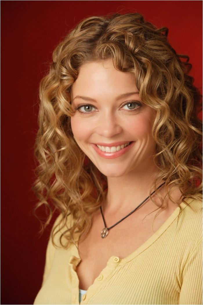 Long Curly Hairstyle From Amanda Peet Hair Pla Design 1280x1920 Pixel curlz Pinterest