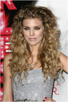 AnnaLynne McCord and her beautiful curly hair I like her long layers and the way she uses a simple pull back style for her long bangs